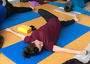 makarasana - Stage trimestriel de Yoga intégral - Yoga Centre Nanterre